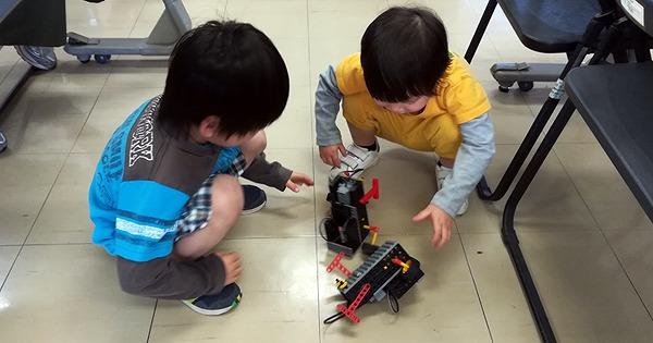 相撲ロボットで対決